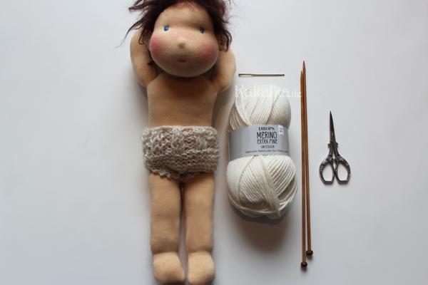 Free Knitting Pattern for Doll Undies by rosaminze.com / Kostenlose Strickanleitung für ein Puppen Höschen by rosaminze.de