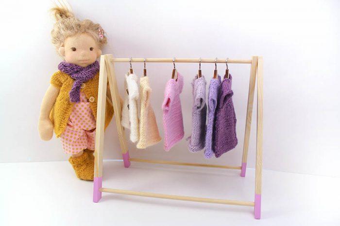 Rosa Minze Puppe mit Kleiderständer